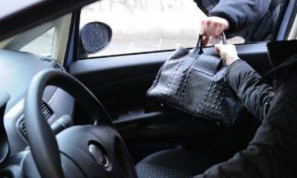 Fugge in taxi dopo aver borseggiato una ristoratrice di Sanremo