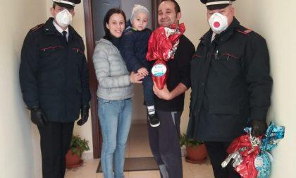 Pasqua in anticipo per i bambini della Tam: i Carabinieri hanno portato le uova di cioccolato