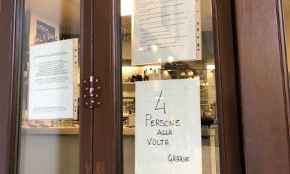 Quattro clienti alla volta: i bar si adeguano al decreto anti-contagio