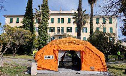 Anche all'ospedale Saint Charles è arrivata la tenda per il pre-triage. Video