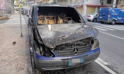 Brucia un furgone in via Pietro Agosti a Sanremo