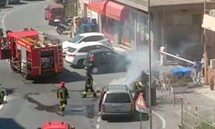 Brucia un'auto allo svincolo dell'Aurelia Bis del Borgo a Sanremo. Video