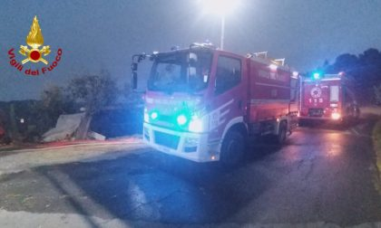 Bomba d'acqua nel Dianese: 2 auto bloccate nel sottopasso, conducenti in salvo