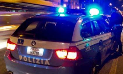 Ubriaco alla guida minaccia gli agenti che lo hanno fermato