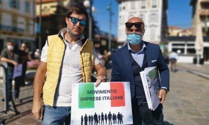 """""""Abbandonati dal governo"""" protesta con pane e cipolla del Movimento Imprese Italiane – Foto e video"""