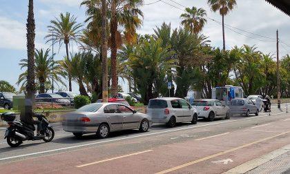 A Sanremo tutti in coda in attesa di un tampone drive through