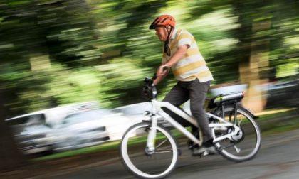In bici a 87 anni, multato con 533 euro