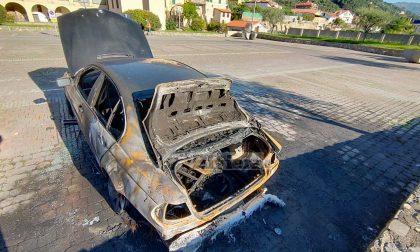 Brucia una Bmw a Camporosso, salve per miracolo altre auto