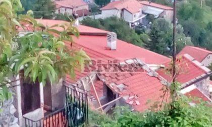 Crolla il tetto di una casa a Triora, sul posto i vigili del fuoco con i cinofili