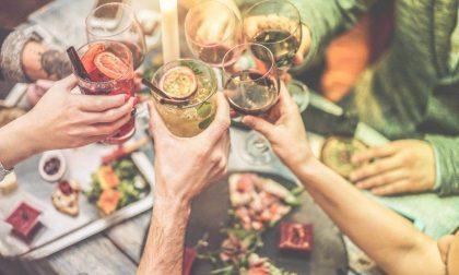 Le nuove regole, obbligo di mascherina, niente feste nei locali e cena a casa con solo 6 ospiti