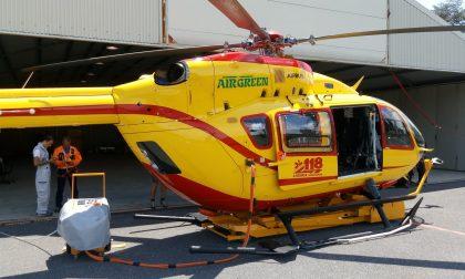 Auto fuori strada a Molini di Triora, allertato l'elicottero