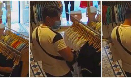 Ruba maglietta nel negozio e la telecamera lo incastra (Video)