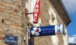 Nuovo limite: i francesi potranno acquistare solo una stecca di sigarette in Italia