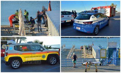Donna cade dal muretto in spiaggia a Sanremo, indaga la polizia