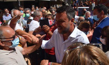Il segretario della Lega Matteo Salvini incontra la popolazione a Ventimiglia