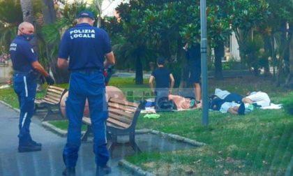 Diano Marina: dormivano ai giardini, 100 euro di multa per ventitré ragazzi piemontesi
