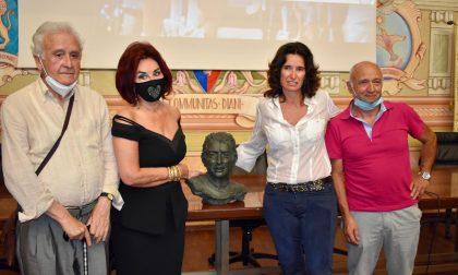 Diano Marina rende omaggio al campione con il busto di Felice Gimondi