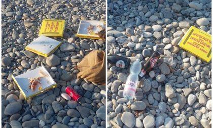 Banchettano di notte con pizza e birra e lasciano uno scempio in spiaggia