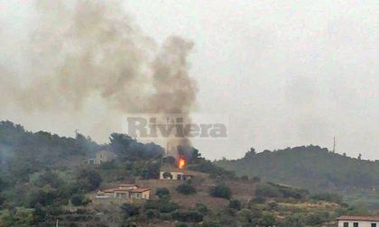 Tempesta elettrica sul Montenero, fulmine si abbatte vicino alle case