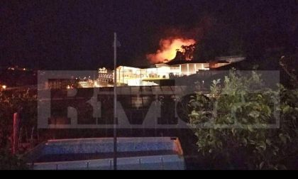 L'incendio vicino al The Mall provocato da una lanterna cinese volante
