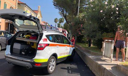 Salta dalle aiuole sulla strada: 55enne travolto da un'auto a Diano marina