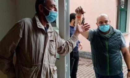 Rocchetta Nervina: l'ex sindaco Rondelli consegna le chiavi della città a Claudio Basso
