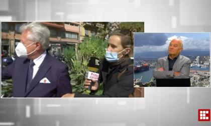 Il sindaco di Ventimiglia Scullino derubato della giacca durante una diretta televisiva
