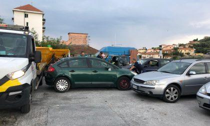 Imperia, Polizia Municipale rimuove auto abbandonate