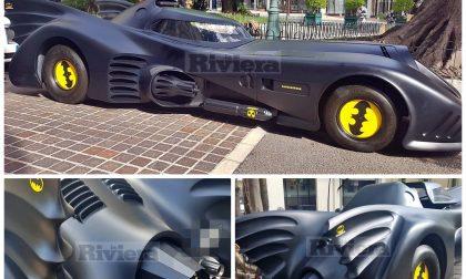 """Nel Principato di Monaco è arrivato Batman con la sua inconfondibile """"batmobile"""""""
