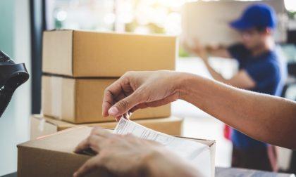Clamoroso escamotage: ladri si fingono corrieri per rubare i pacchi in consegna