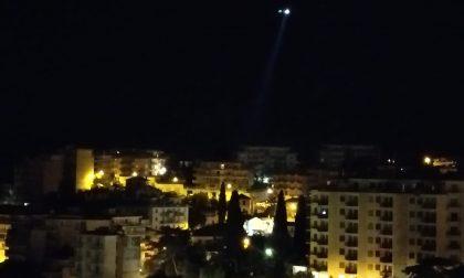 Blitz dei carabinieri, elicottero sorvola la città