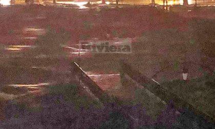 La forza del fiume Roya ha spezzato la storica passerella Squarciafichi. Foto
