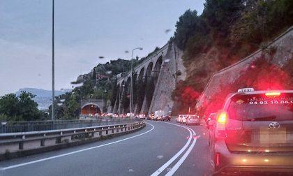 Controlli e un incidente: code e disagi alla frontiera di Ventimiglia