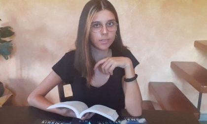 """La studentessa Emma Sorriento scrittrice a 15 anni con un fantasy ispirato alle """"sirene"""""""
