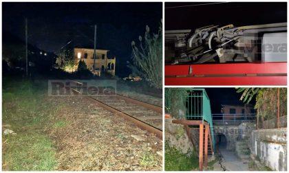 Migrante nuore folgorato sul tetto del treno mentre tenta di andare in Francia