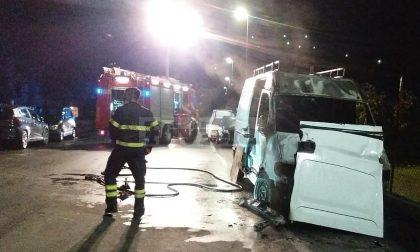Brucia un furgone a Bordighera, non si esclude l'attentato