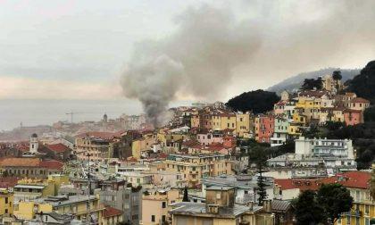 Incendio in un alloggio della Pigna di Sanremo, vigili del fuoco sul posto