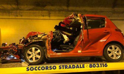 Terribile schianto sull'A10: muore automobilista 33enne, feriti tre operai
