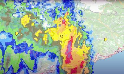 Le incredibili immagini meteoradar della tempesta Alex che ha devastato il Ponente. Video