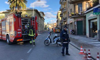 Fuga di gas, vigili del fuoco in azione e traffico deviato