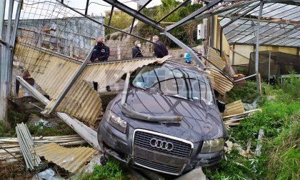 Sbaglia manovra e finisce con l'auto dentro una serra a Ventimiglia