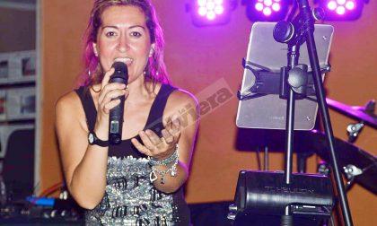 Cantante si esibisce in concerto fuori dall'ospedale di Sanremo per la nonna ricoverata