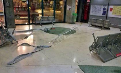I vandali assaltano la stazione ferroviaria di Sanremo. Foto