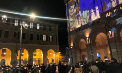 Piazza Dante, l'inaugurazione tra le luminarie del centro