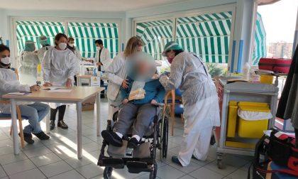 Terza dose di vaccino pronta per 35mila liguri
