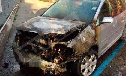 Brucia un'auto in via Scalo merci a Ventimiglia