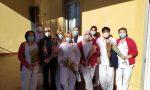 Omaggio floreale agli operatori sanitari della provincia
