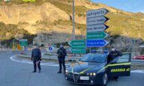 Finanza scopre migranti nascosti in tre tir sull'A10: erano diretti in Francia