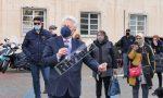 """Gli ambulanti del mercato del venerdì in piazza contro le """"super tasse"""". Video e Foto"""