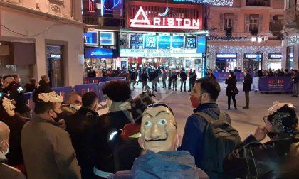 Protesta davanti Ariston: in corso l'identificazione dei manifestanti e possibili sanzioni